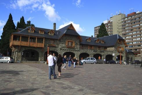 Office du tourisme sur la place principale