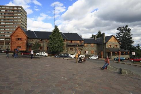 Bureau de police sur la place principale