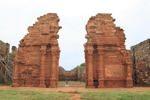 Ruines de la mission de San Ignacio Mini, Entrée de l'église