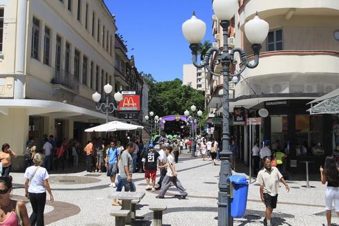la rue commerçante, rue Schmitt
